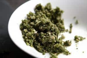 krydderi salt massen klar til at smørre på kødet
